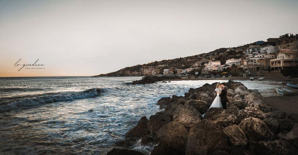 foto sposi con splendido panorama mare