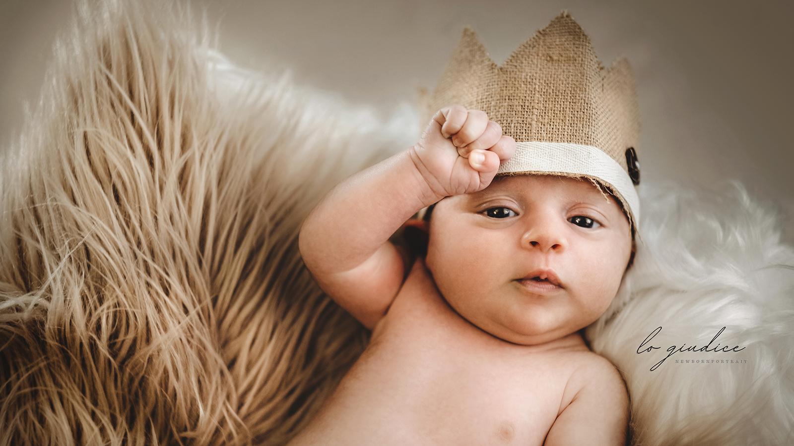 foto bambino con corona