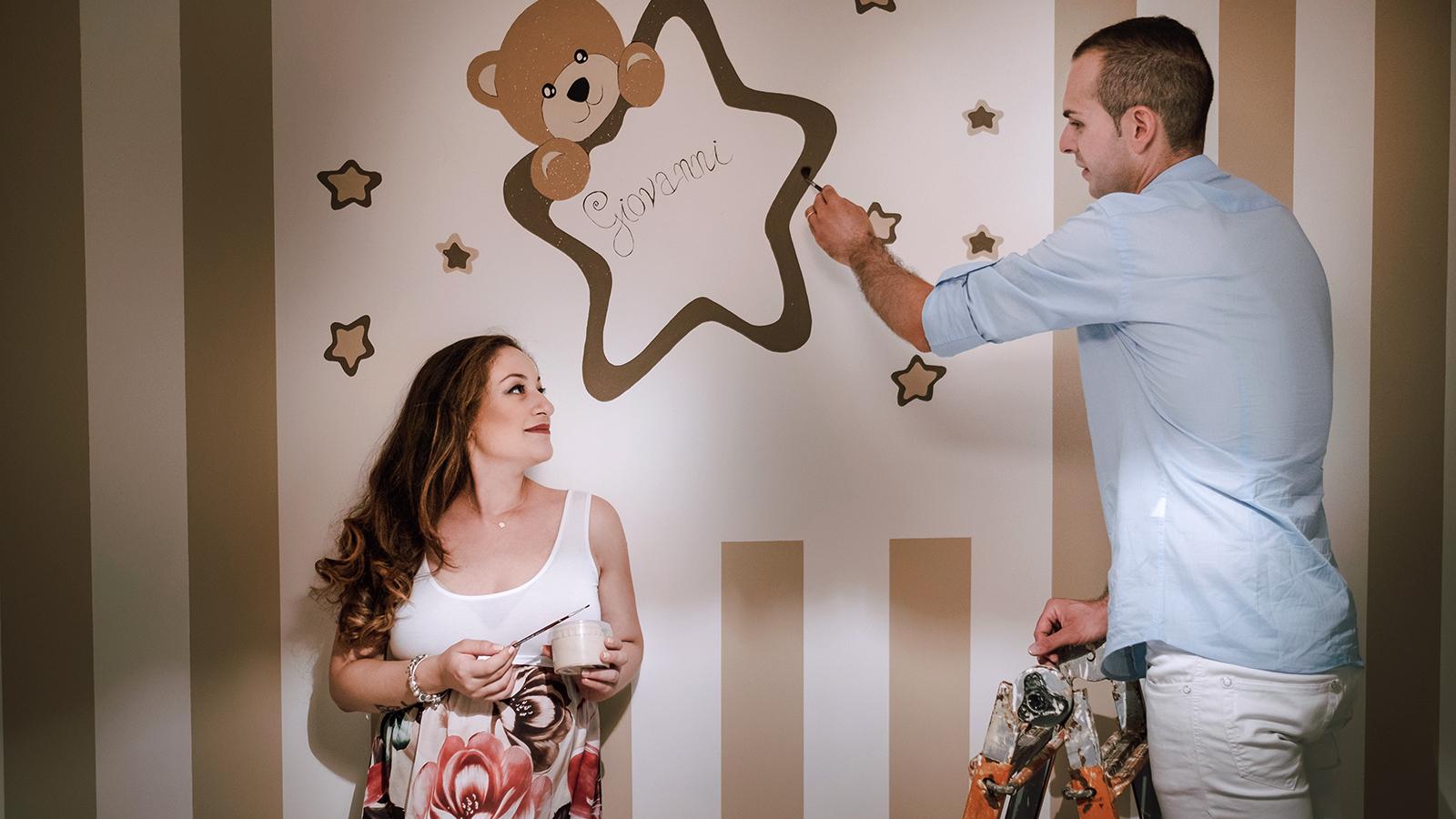 foto sposi nella cameretta del bambino
