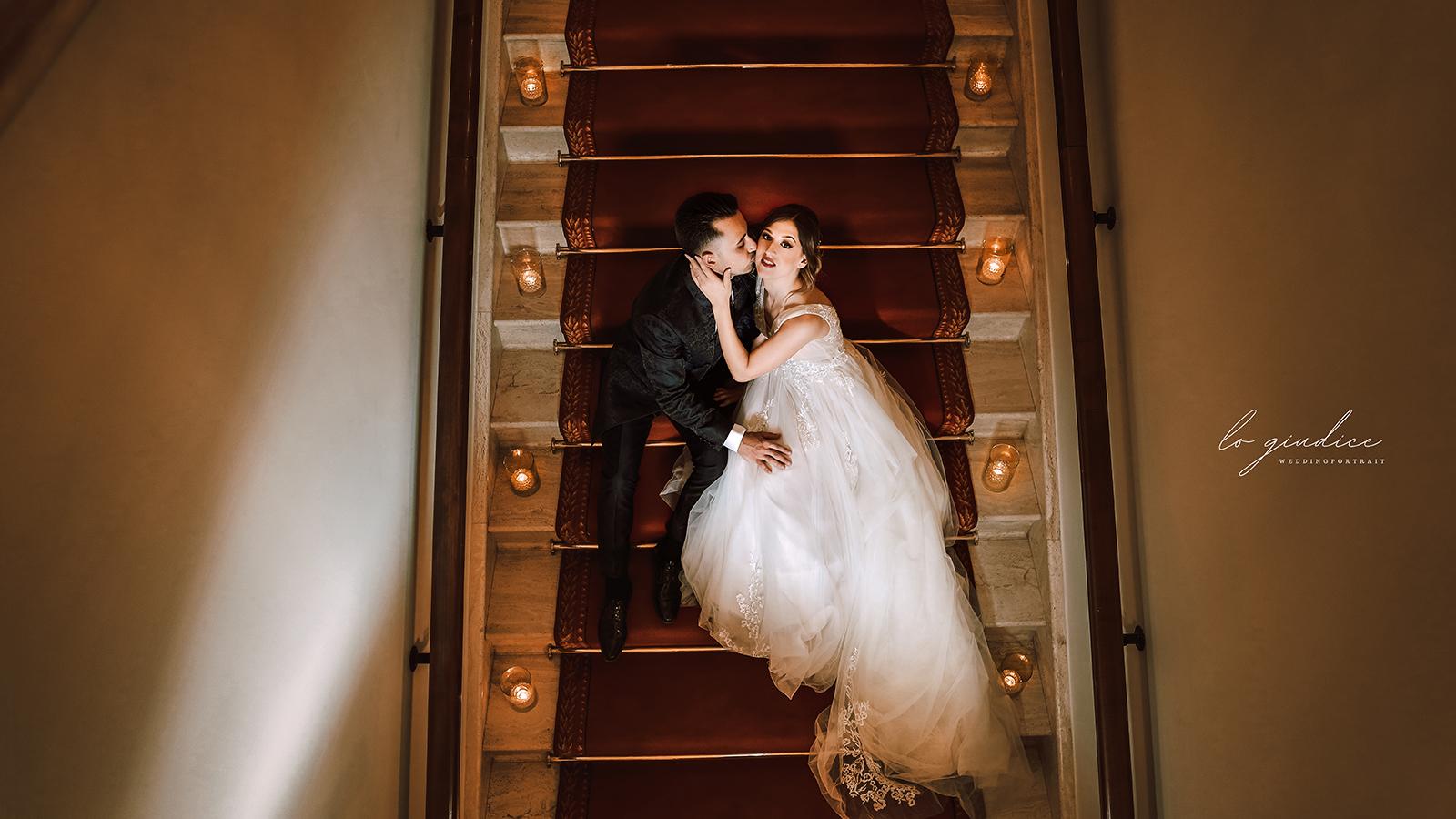 foto sposi sulle scale