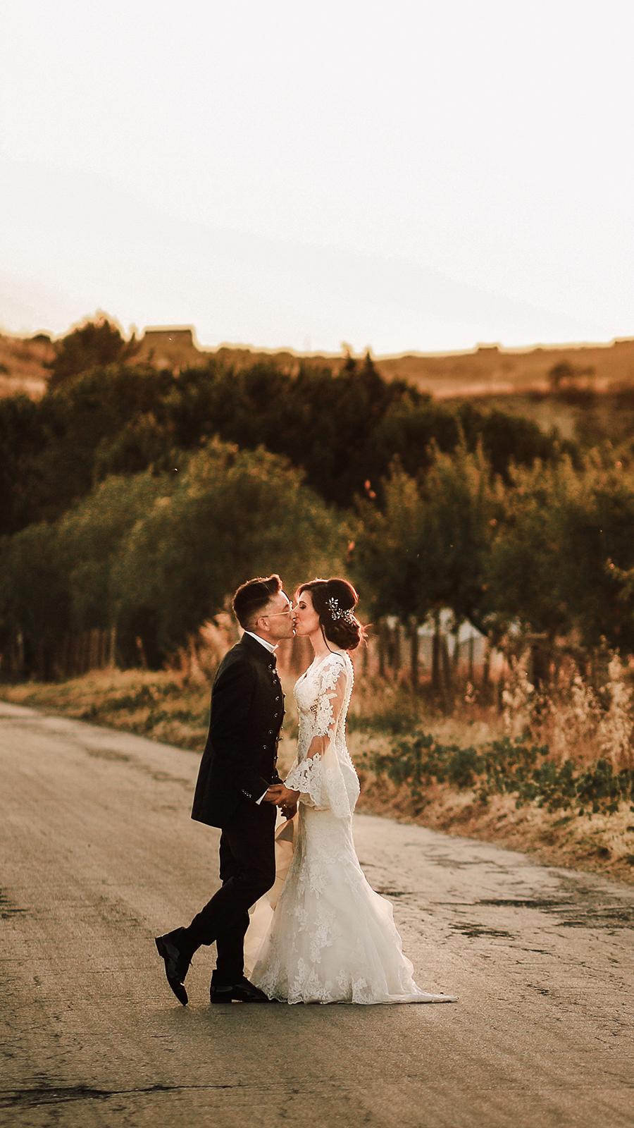 foto sposi che si baciano