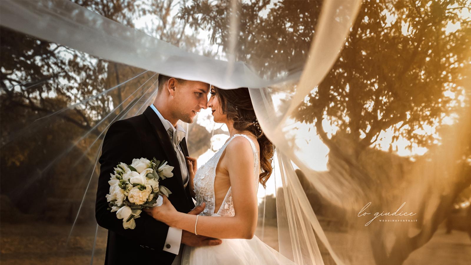 foto sposi che si guardano