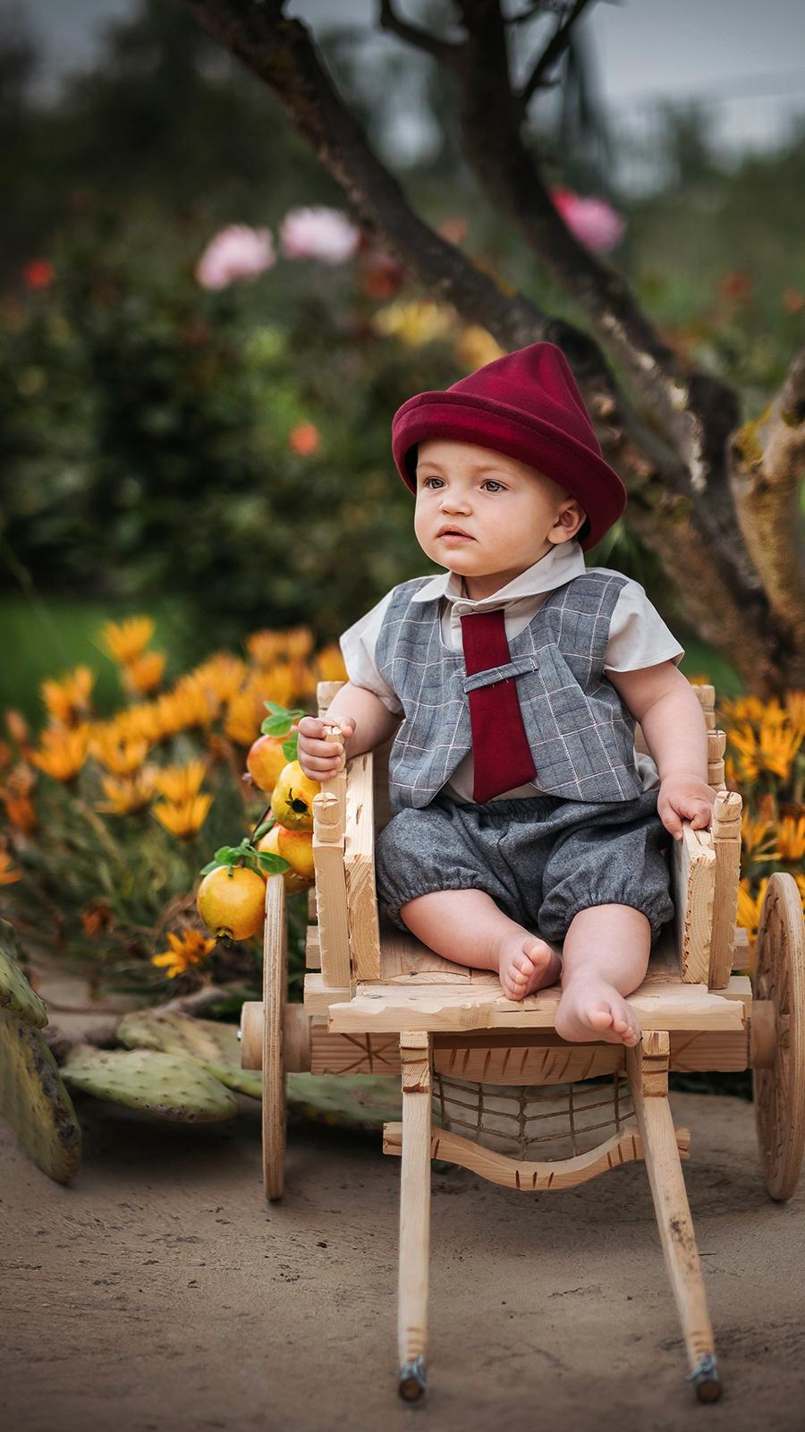 foto bambino sulla sedia